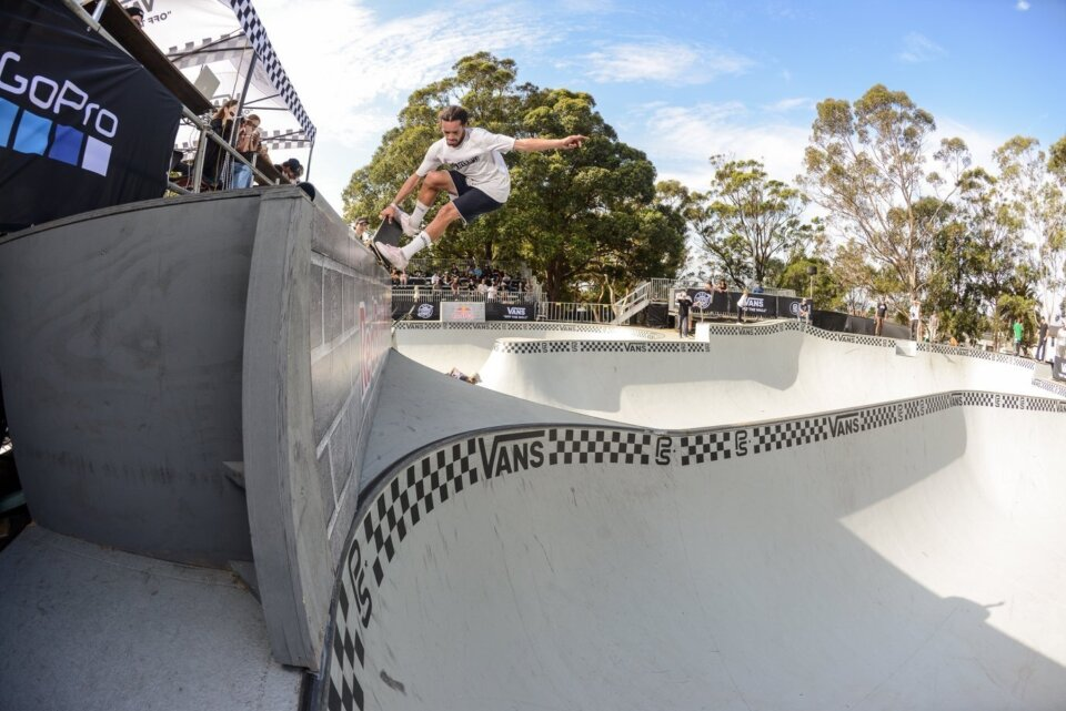 Frontside Nosegrind Pull-in by Bowman Hansen  Photo: Andrew Mapstone</span>
